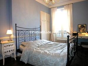 paris apt bedroom2
