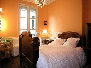 paris apt bedroom3