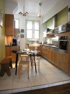 paris apt kitchen